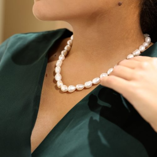 Women Pearl Choker Necklace