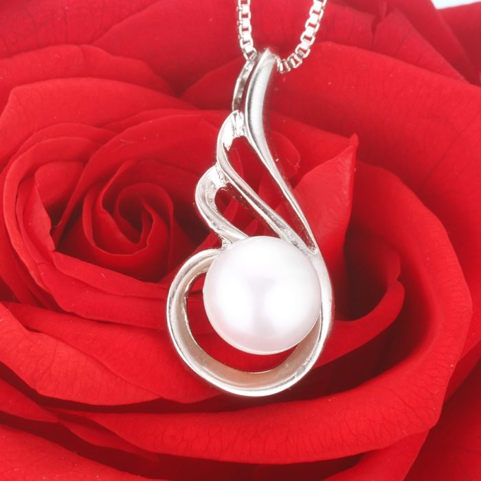 Simple Pearl Necklace Fashion Accessory
