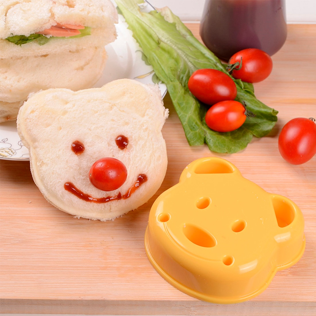 Little Bear Shape Sandwich Mold Bread Biscuits Embossed Device Cake Mold Maker DIY Mold Cutter High Quality Random Color