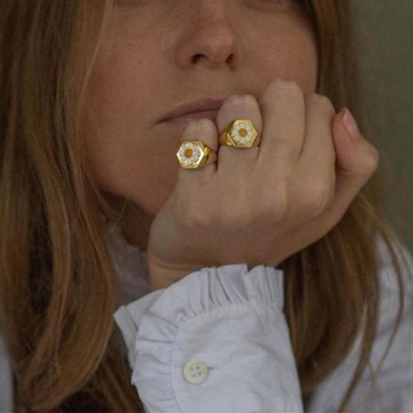 JUST FEEL 2020 Gold Color Metal Rings Korean Cute Enamel Daisy Tulip Heart Yin and Yang Rings Wonderful Choice for Women Jewelry