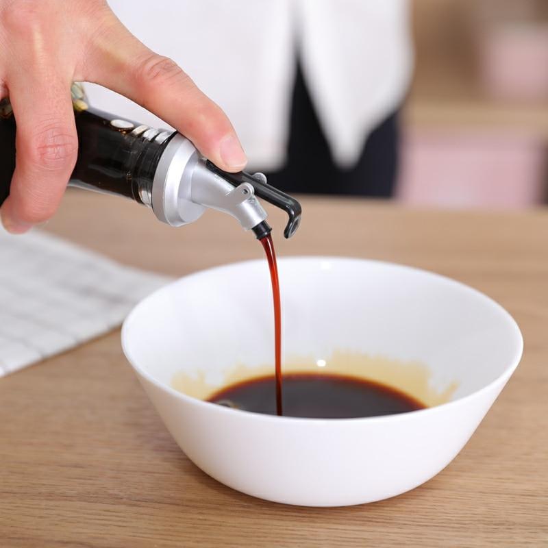 Oil Bottle Stopper Rubber Lock Plug Seal Leak-proof Food Grade Plastic Nozzle Sprayer Liquor Dispenser Wine Pourers Bar Tools
