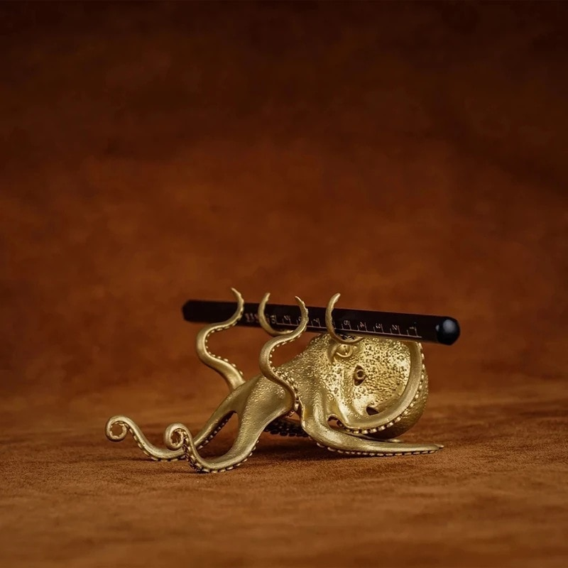 New Creative Brass Octopus Stand For Computer Phone Pen Holder Funny Small Animal Shape Ornaments Gift Home Office Decoration